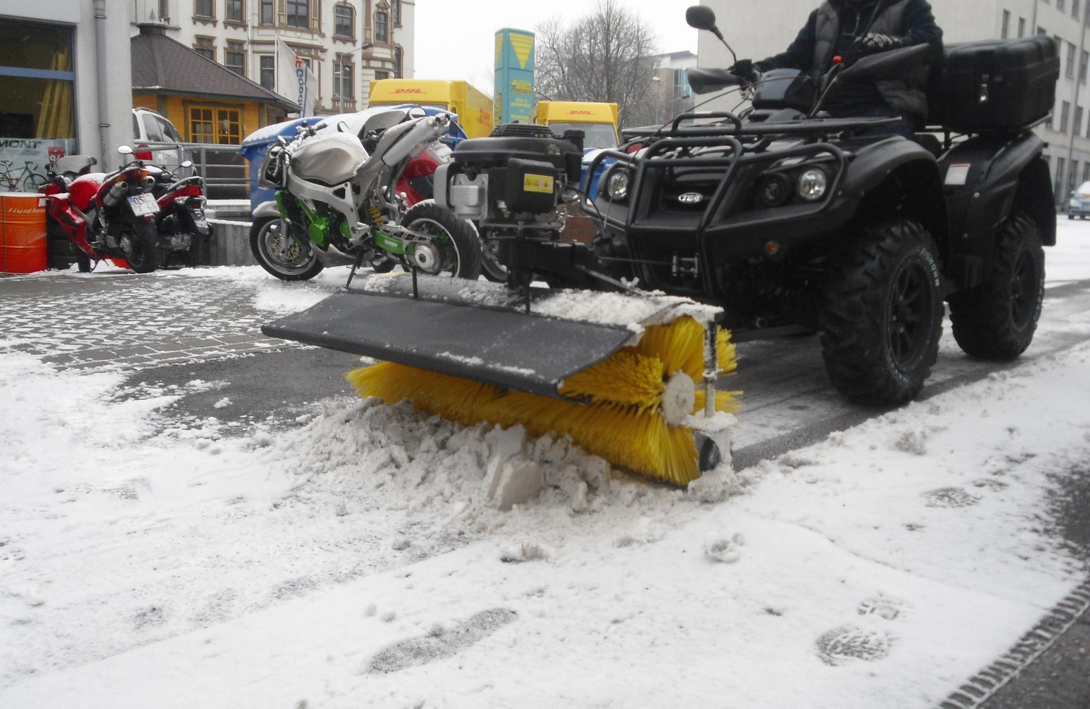 test quad s f r winterdienst ergebnis sehr gut honda motorradhaus schwan magdeburg sachsen. Black Bedroom Furniture Sets. Home Design Ideas